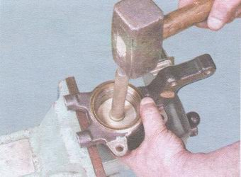 выпрессовка подшипники ступицы из поворотного кулака