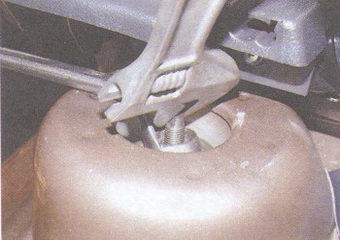 защитный колпак верхнего крепления задней стойки