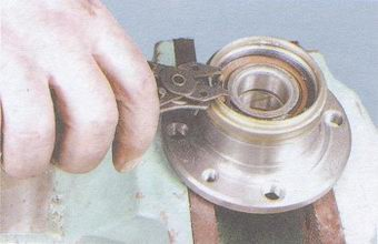 стопорное кольцо подшипника
