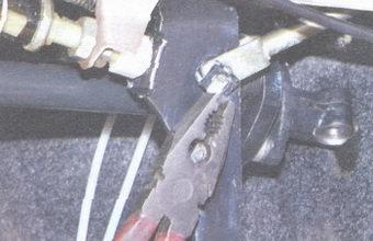 стопорная скоба пальца педали тормоза
