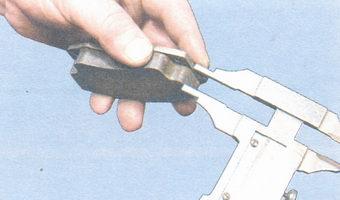 проверка толщины и состояния фрикционных накладок тормозных колодок