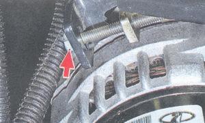 регулировочный болт натяжения ремня генератора