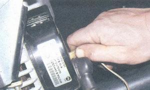Снятие и установка генератора на ВАЗ-2110.