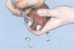 гайки контактных болтов тягового реле
