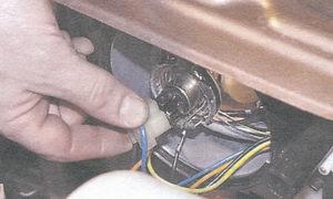разъем с проводами лампы фары