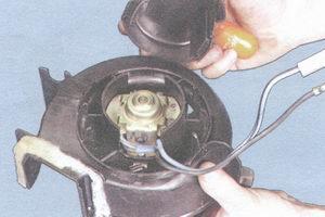 крышка двигателя отопителя салона