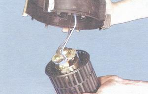 двигатель с крыльчаткой вентилятора отопителя
