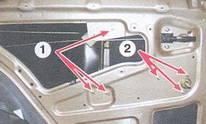 1 - гайки крепления направляющей стеклоподъемника; 2 - гайки крепления механизма стеклоподъемника