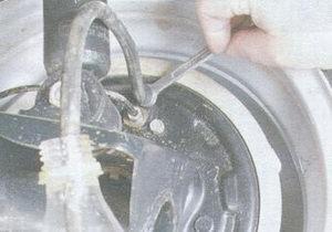штуцер прокачки тормозов