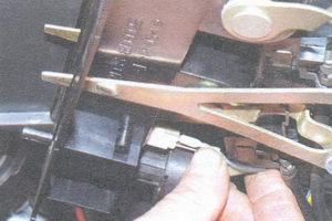 провода лампы подсветки панели управления отопителем салона