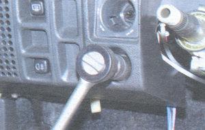гайка крепления выключателя освещения комбинации приборов
