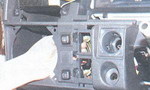 разъем выключателя обогрева стекла двери крышки багажника
