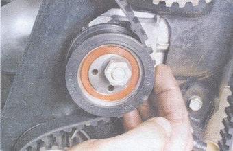 привод распредвала - зубчатое колесо водяного насоса - натяжной ролик