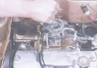 кронштейн троса привода акселератора