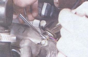 гайка наконечника троса привода выключения сцепления