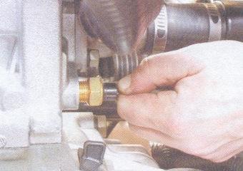 датчик температуры охлаждающей жидкости (ДТОЖ)
