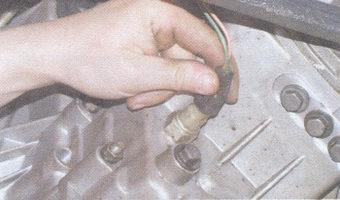 колодка провода выключателя света фонарей заднего хода