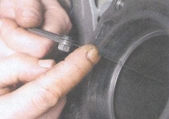измерение зазоров в замках поршневых колец