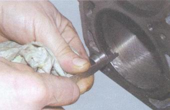 очистка нагара в верхней части цилиндров
