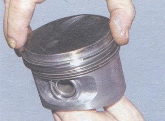 порядок установки поршневых колец - маслосъемное кольцо - нижнее компрессионное кольцо - верхнее компрессионное кольцо