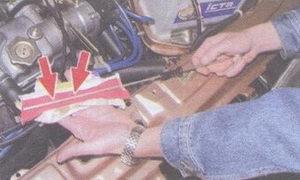 щуп проверки уровня масла в двигателе