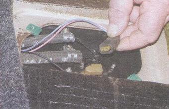 колодка с проводами датчика уровня топлива