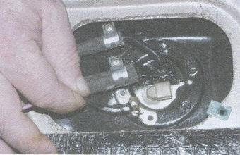 провод «массы» датчика уровня топлива