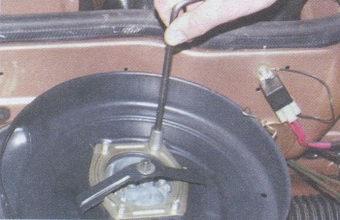 гайки крепления корпуса воздушного фильтра