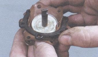 диафрагменный узел бензонасоса - дистанционная прокладка