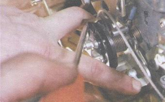 пружинный фиксатор привода акселератора