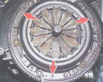 установка сцепление на маховик по трем центрирующим штифтам