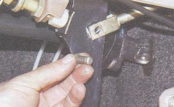 палец педали тормоза