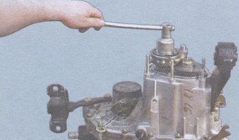 гайка на вторичном валу коробки передач