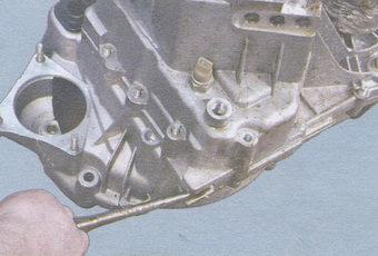 картер сцепления - картер коробки передач
