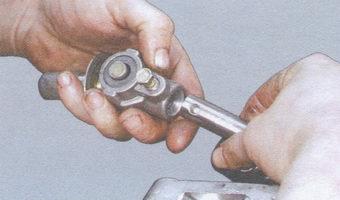 шарнир, шток привода переключения передач