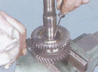 пружинное стопорное кольцо