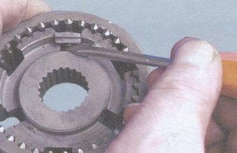 пружина сухаря синхронизатора