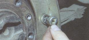 пружина (солдатик) удерживающий тормозную колодку