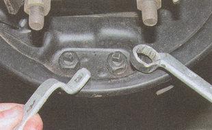 опорные пальцы, удерживающие тормозные колодки