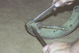 болт разжимного стержня задней тормозной колодки Волга ГАЗ 31105