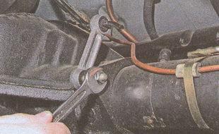 крепления стойки регулятора давления тормозов к кронштейну заднего моста автомобиля Волга ГАЗ 31105