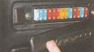 предохранители установленные в салоне автомобиля Волга ГАЗ 31105