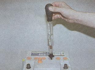 проверка плотности электролита ареометром