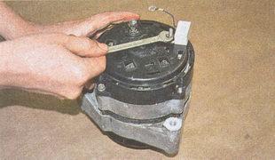 гайка крепления конденсатора генератора ГАЗ 31105