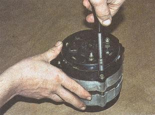 пластмассовый кожух генератора ГАЗ 31105