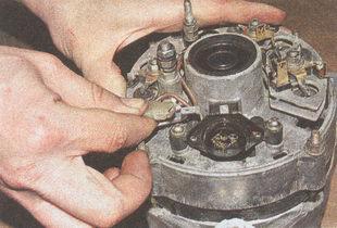 наконечник провода регулятора напряжения ГАЗ 31105