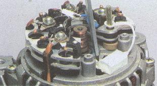 крепление конденсатора генератора ГАЗ 31105