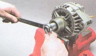 гайка крепления шкива генератора