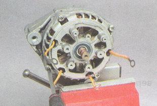 винты крепления крышек генератора