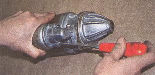 винты крепления тягового реле стартера
